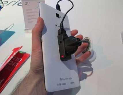 Hisense offusca la sottile linea tra telefono e tablet con un modello da 6.8 pollici