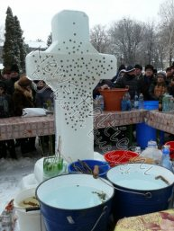 Cruce gheata Biserica Adormirea Maicii Domnului