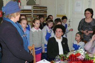Falticeni-lansare carte Coca Udisteanu in foto apar Mioara Gafencu_Coca Udisteanu_Nicoleta Hostinaru