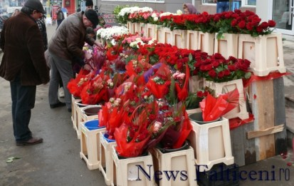 Falticeni-8 martie flori multe cumparatori putini