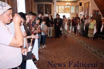 Falticeni-ziua culturii falticenene participanti la slujba de pomenire