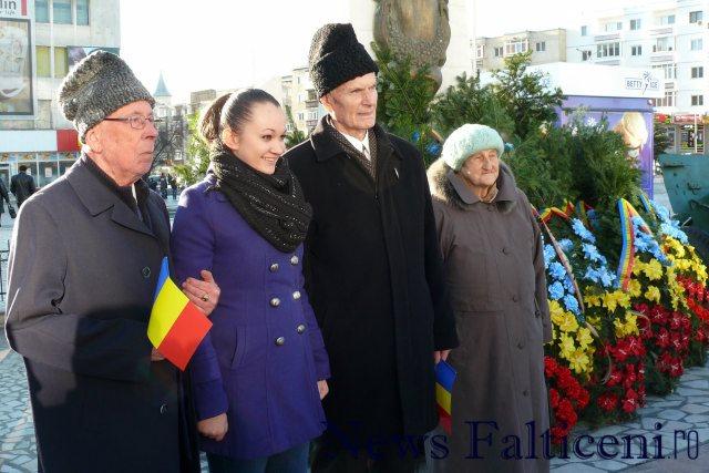 Falticeni-1 decembrie sedinta foto cu veteranii 2