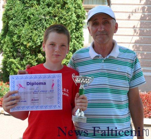 Falticeni-Vasile Filip si antrenorul Marcel Dascalu dupa ultima competitie