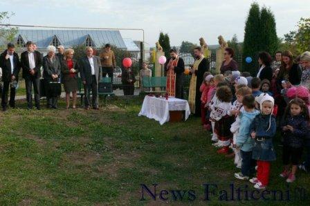 Falticeni-inaugurare parc joaca slujba sfintire 1