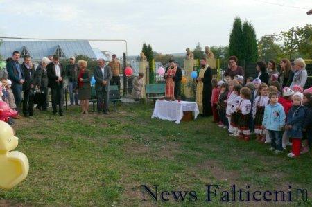 Falticeni-inaugurare parc joaca slujba sfintire