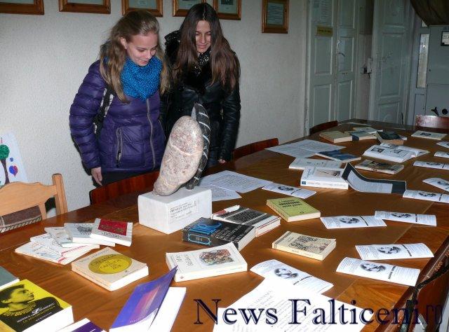 Falticeni-expo carti Lovinescu 4