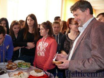 Falticeni-Primarul Catalin Coman la degustat