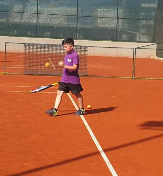 tenis Bistrita 2 Marcel Dascalu si unul din jucatori