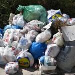 Βουνά τα σκουπίδια στην Θεσσαλονίκη