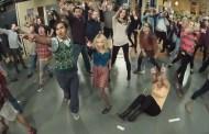 Flash mob στο Big Bang Theory [03:52]