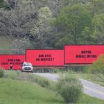Τρεις πινακίδες έξω από το Έμπινγκ, Μιζούρι