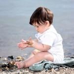 Πως αντιμετωπίζουμε τα πολύ μικρά παιδιά που φοβούνται τη θάλασσα;