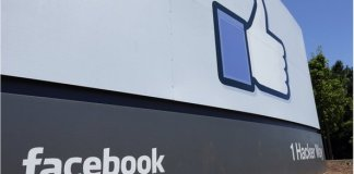Facebook says that its growing mobile user base has helped it boost its advertising revenue ?