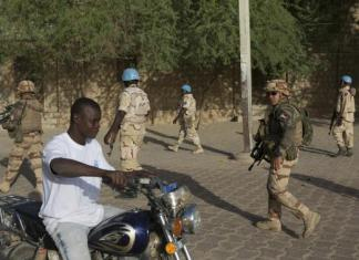 French soldiers and United Nations peacekeepers from Burkina Faso patrol in Timbuktu, November 5, 2014. REUTERS/Joe Penney