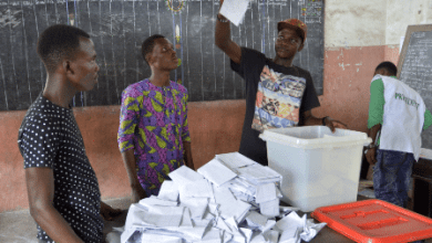 An election officer (2nd R) displays a ballot during the count of votes of the 2016 presidential election in Cotonou, Benin, March 6, 2016. Voters in Benin began to cast their ballots on Sunday to choose a new president. Some 4.7 million eligible voters of the West African nation will decide between 33 candidates in 13,664 polling stations nationwide, which were opened at local time 7:00 a.m. and set to close at 4:00 p.m. (Xinhua/Dagnon)