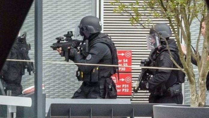 Police at Orly airport (18 March 2017)