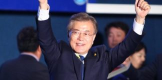 """Moon Jae-in of the liberal Minjoo Party waves during a celebration event in Seoul, South Korea, on May 9, 2017. Liberal candidate Moon Jae-in of the Minjoo Party said Tuesday that South Korea's presidential election is """"a great victory of great people"""" after most of local media outlets viewed his victory as assured. (Xinhua/Yao Qilin) (zf)"""