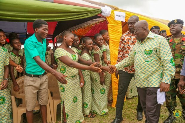 president-akufo-addo-exchanging-pleasantries-with-students-of-mafe-kumasi-sec-tech