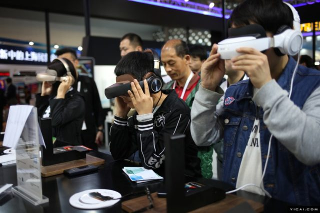 Visitors experience virtual reality technology at the China (Shanghai) International Technology Fair. (Photo by Yicai.com)