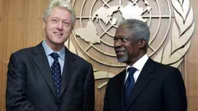 Former President Bill Clinton, the United Nations special envoy for tsunami recovery, meets Kofi Annan in 2005. picture: APSource:AP