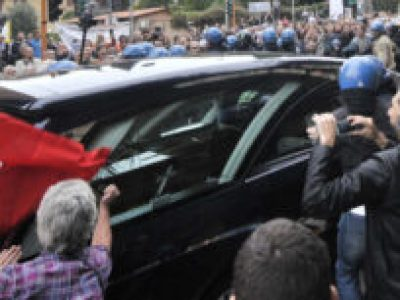 Priebke, funerali ad Albano Laziale: protestano sindaco e cittadini