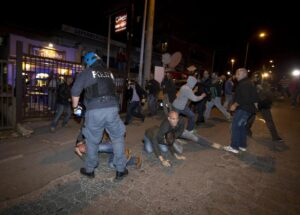 ++ Priebke:scontri tra estremisti destra e manifestanti ++