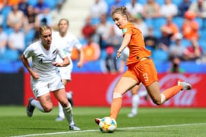 Vivianne Miedema of the Netherlands shoots wide.