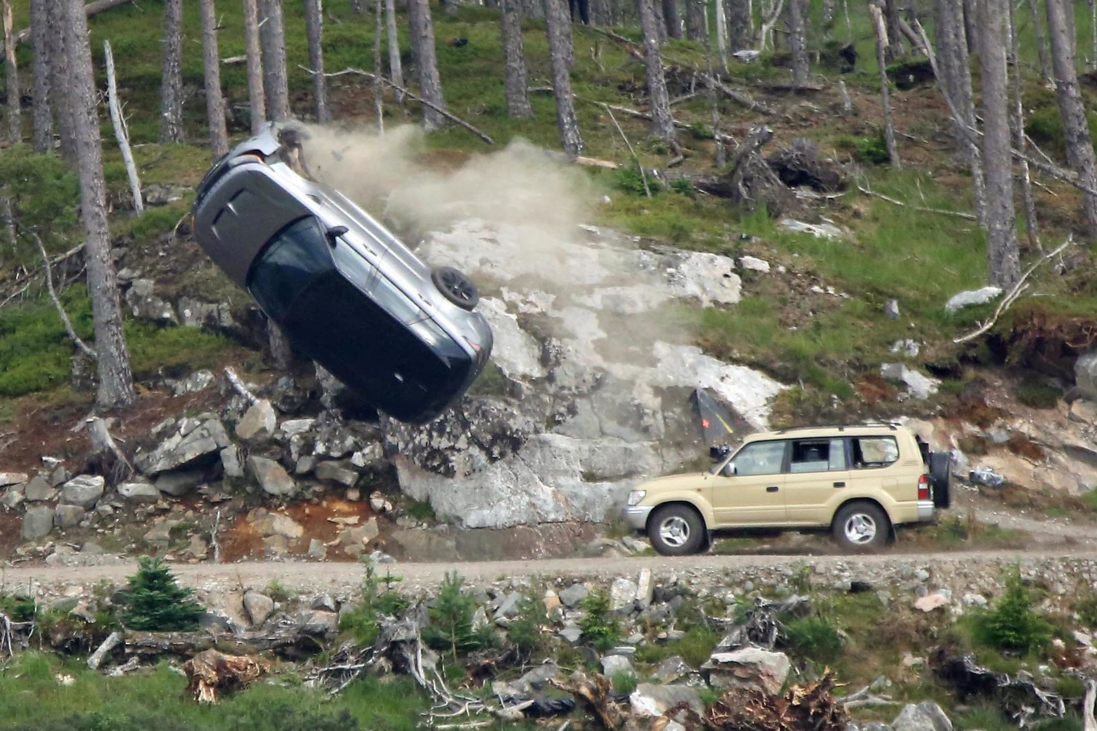 Bond-25-filming-New-photos-show-car-flipped-onto-its-roof-in-dramatic-chase-scene.jpg?fit=2161%2C1441&ssl=1