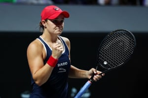 Barty takes the first set 6-4.