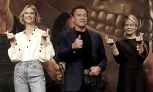 Mackenzie Davis,Arnold Schwarzenegger and Linda Hamilton