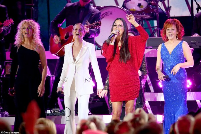 Medley: That kicked off a medley spanning several decades of country music by Terri Clark, Sara Evans, Crystal Gayle, The Highwomen, Martina McBride, Jennifer Nettles, Tanya Tucker and Gretchen Wilson