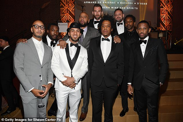 Spectacular:Swizz, Meek, Eddie Rosario, Jay, Fabolous, MR. Ruggs, Alex Todd and Kyle Thousand got together for a sensational group shot in the casino