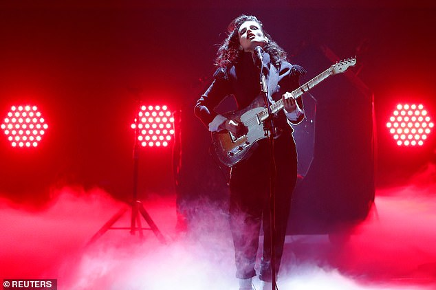 Performer: Anna, who donned an all-black outfit also performed during the award show