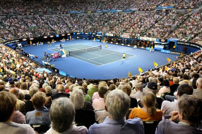 Tennis - Court challenges Australia to honour her like Laver