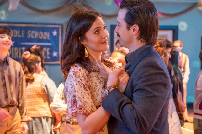 """THIS IS US -- """"Don't Take My Sunshine Away"""" Episode 316 -- Pictured: (l-r) Mandy Moore as Rebecca Pearson, Milo Ventimiglia as Jack Pearson -- (Photo by: Ron Batzdorff/NBC/NBCU Photo Bank via Getty Images)"""