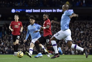 David Silva duels for the ball with Fred.