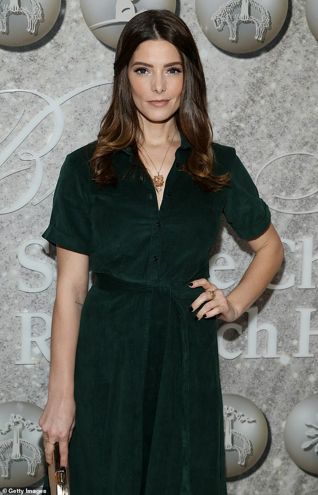 Twilight: Ashley Greene wore his favorite colored dress for the fun event ahead