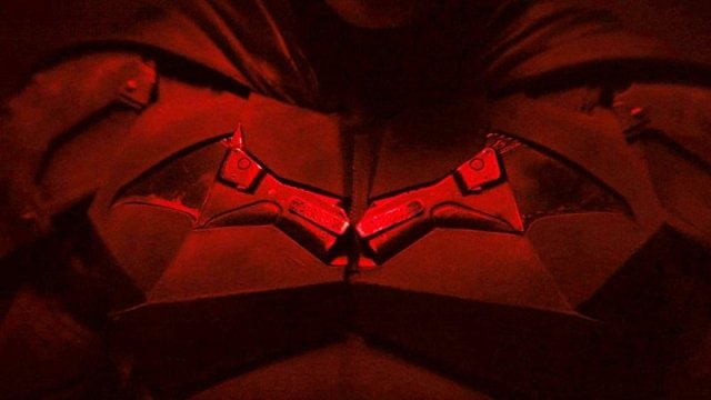 The Batman Set Photos Reveal Better Look at Robert Pattinson's Batsuit