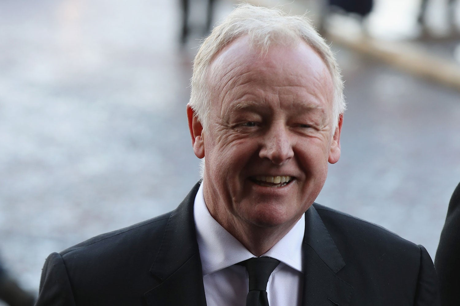 Les Dennis inspires hilarious tweets after fan makes up story about meeting him