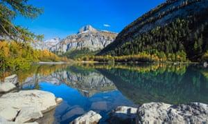 Mountain lake Lac de Derborence