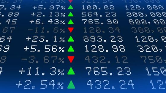 Forget Bitcoin. I'd buy cheap FTSE 100 shares in an ISA to retire early