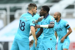 Lo Celso with Aurier before kick-off.