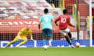 Marcus Rashford of Manchester United scores his team's second goal with a penalty .