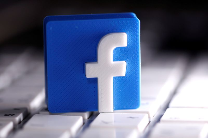 © Reuters. FILE PHOTO: A 3D-printed Facebook logo is seen placed on a keyboard in this illustration