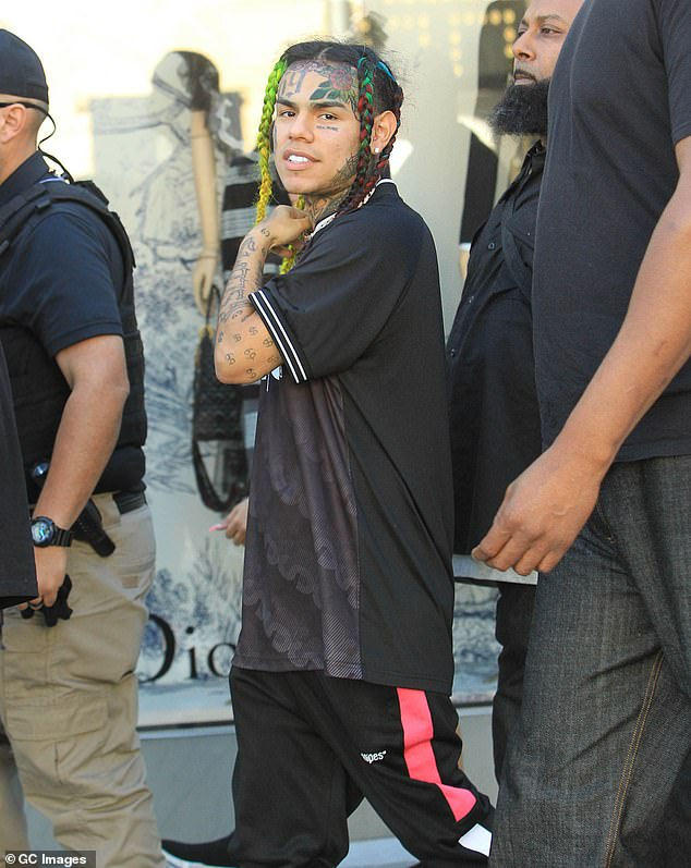Tekashi was reportedly rushed to a hospital in Florida recently after taking too many diet pills and consuming too much caffeine in efforts to lose weight; seen in 2018