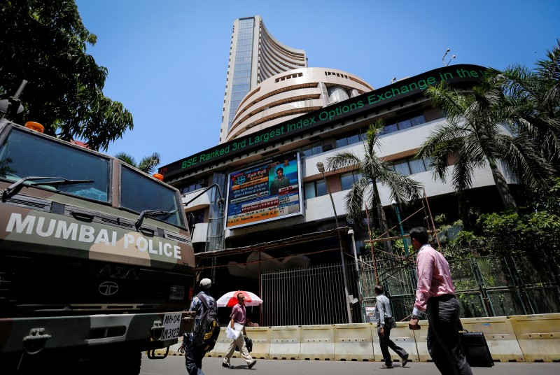 © Reuters.  India shares higher at close of trade; Nifty 50 up 1.78%