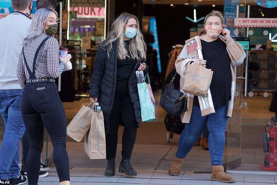 Keen shoppers on Newcastle have been getting some last-minute bargains and Christmas gifts before the shops close