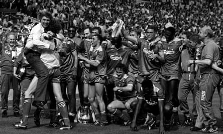 Wimbledon celebrate winning the FA Cup in 1988
