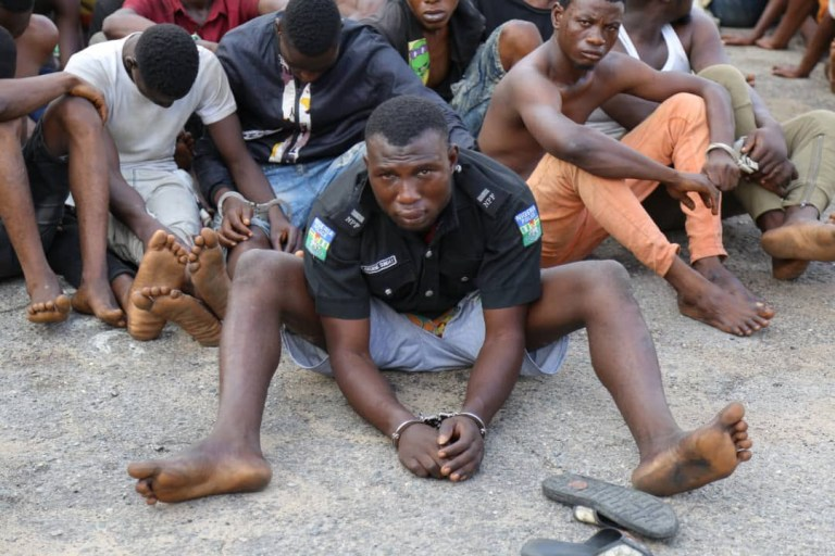 Police parade hoodlum who participated in attacking a police station and went away with the DPO's uniform (video)
