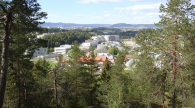 Residential and commercial areas of Oslo, like here at Skullerud, border Østmarka. The national park area would be farther to the southeast. PHOTO: newsinenglish.no